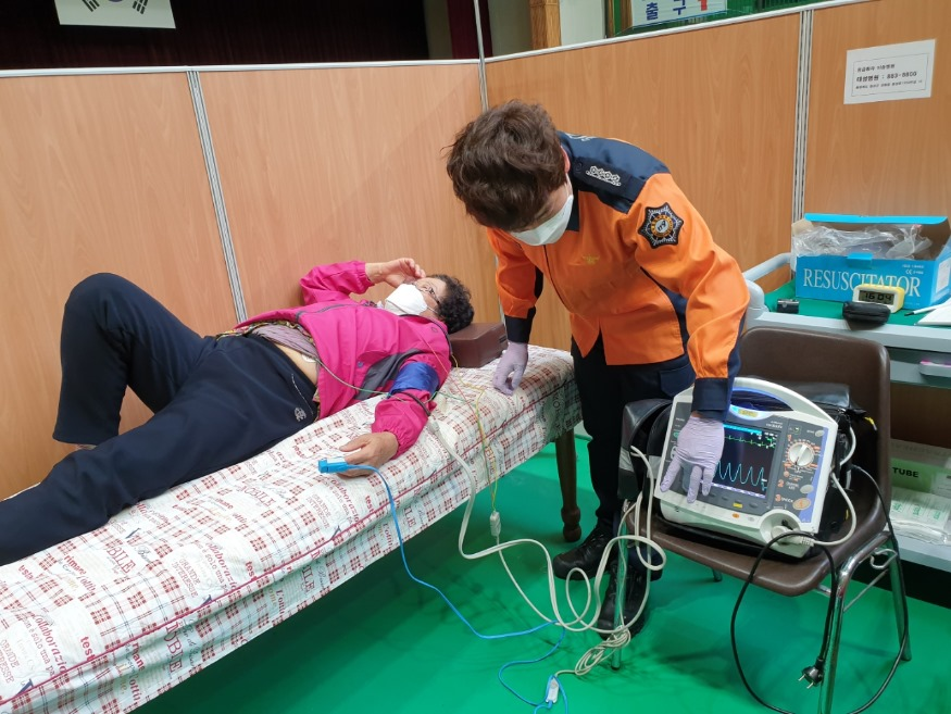 충북소방, 백신접종센터 응급상황 대비 구급인력 지원 (2).jpeg
